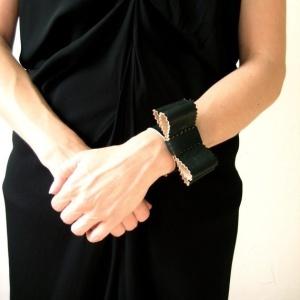 hand cuff bow tie