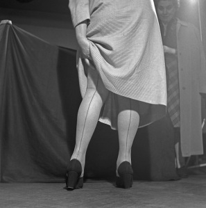 Dabac_SeamedStockings_1936