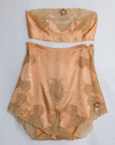 Peach-silk-charmeuse-lingerie-set-brassiere-and-tap-pants-with-lace-appliqués-and-trim-by-Boué-Soeurs-French-1920s-397x500