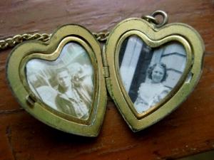 locket_vintage_photos