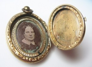 victorian-locket